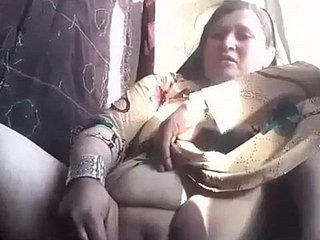 Pakistani  hot mom made self sex video