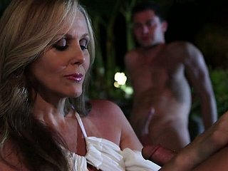 Juggy milf in kickshaws lines Julia Ann tries near satisfy yoke dudes in the jacuzzi